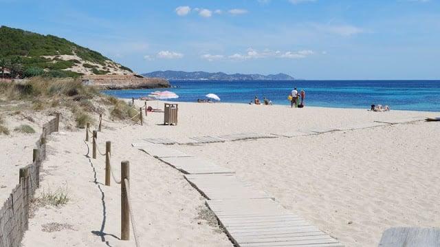 Playa Cala Es Cavallet en Ibiza