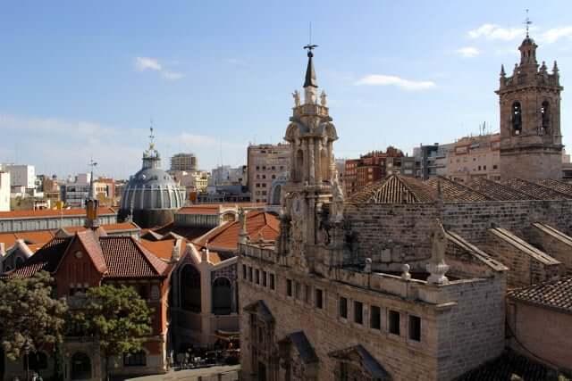 Paseo por el centro histórico de Valencia