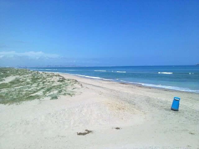Playa Garrofera en Valencia