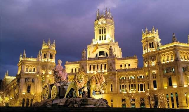 Plaza Cibeles durante la noche