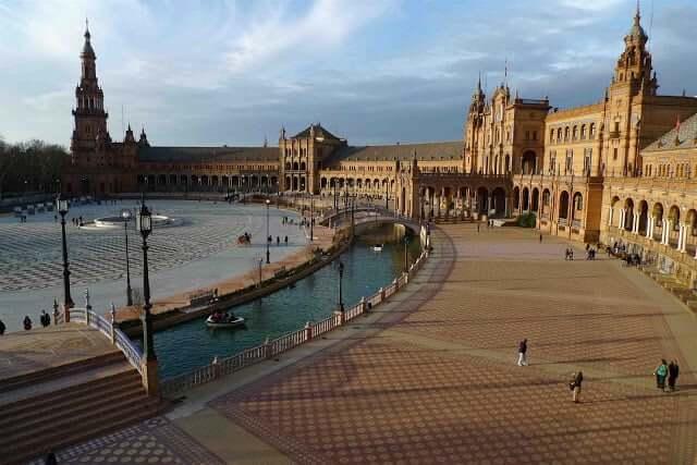 Paseos increíbles para realizar en Sevilla - Plaza de España