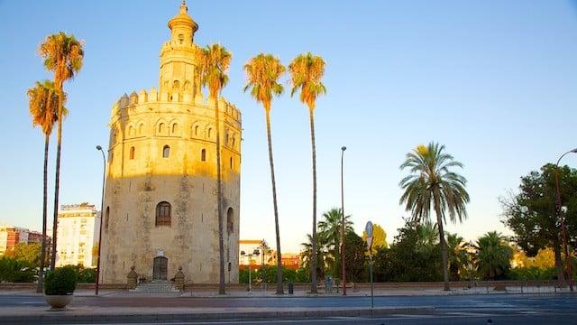 Torre del Oro iluminada por el Sol