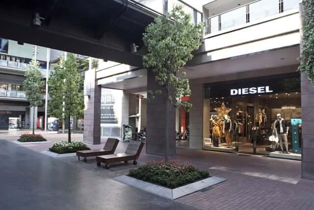 Tiendas del Centro Comercial La Maquinista