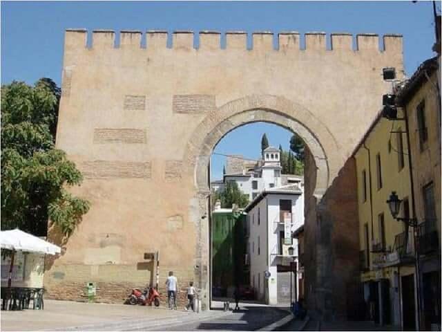 Puerta de Elvira en Granada