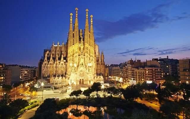 Ruta Gaudí - Sagrada Familia por la noche