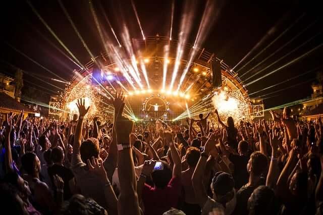 Paseo por la vida nocturna de Ibiza
