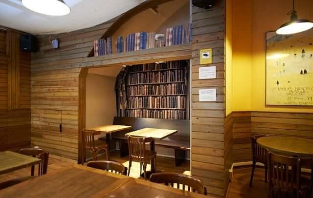 Laie Librería Café en Barcelona
