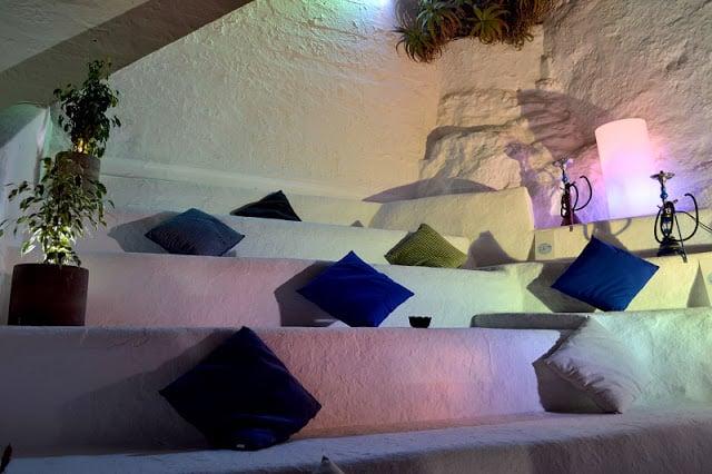 Terraza del Shisha Club en Menorca