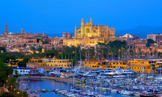 Palma de Mallorca durante la noche