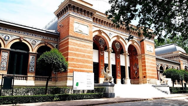Fachada del Palacio Velázquez en Madrid